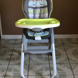 PRACTICALLY NEW INGENUITY BABY HIGH CHAIR 3 In 1 for Sale in Riverside, CA