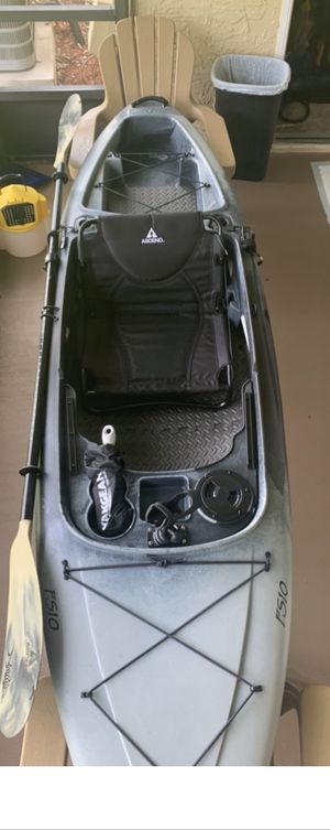 Ascend FS10 fishing kayak with accessories for Sale in Kissimmee, FL