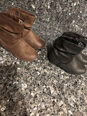 Toddler girl boots size 9 for Sale in Riverside, CA