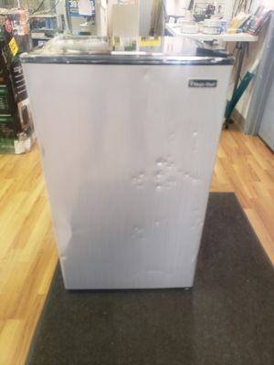 MAGIC CHEF 3.3 CU FT REFRIGERATOR. for Sale in Columbus, OH