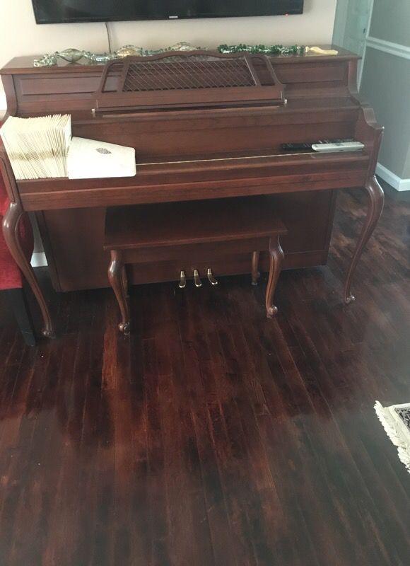 Kawai 602-F Piano