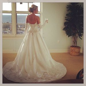 Gorgeous white wedding gown/dress! for Sale in Tampa, FL