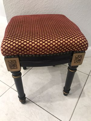 Small stool for Sale in Miramar, FL