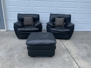 Modern matching black leather chairs and ottoman **MUST SEE** for Sale in Vancouver, WA