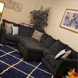 MOVING!!! Sectional Sofa With Ottaman W/ Storage for Sale in Chicago,  IL