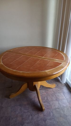 Dinning table for Sale in El Monte, CA
