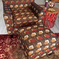 Accent Chair With Ottoman (2) for Sale in Bonney Lake,  WA