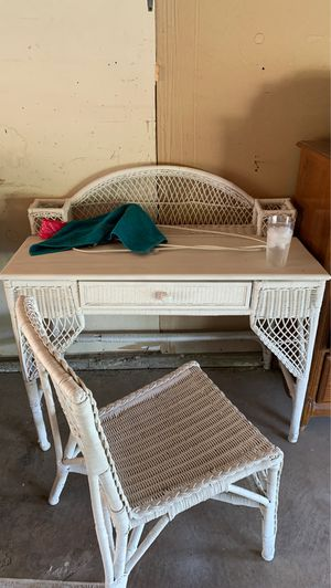 Wicker desk and chair for Sale in Bakersfield, CA