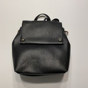 NWT Black Convertible Crossbody Backpack Purse Bag for Sale in Mentor, OH