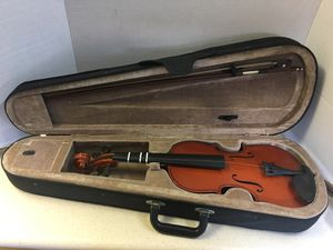 Santa Rosa 3/4 size violin needs new strings for Sale in Huntington Beach, CA