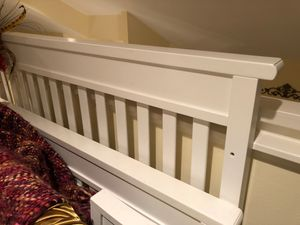 Toddler bed, baby bed, baby crib convertible white for Sale in Jupiter, FL