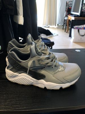 Nike Hurache Shoes Men's Size 9.5 Grey for Sale in Miami, FL