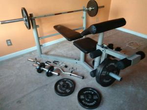 NICE WEIGHT BENCH & WEIGHTS for Sale in St. Louis, MO
