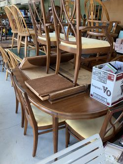 Dining table w/leafs and chairs for Sale in Rehoboth,  MA