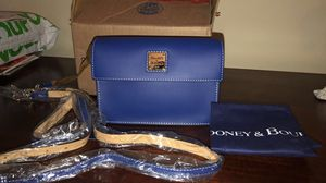Dooney & bourke crossbody (Dodgers color) for Sale in West Covina, CA