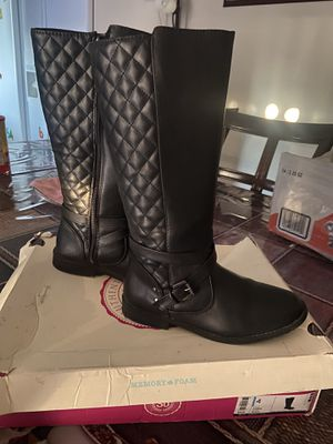 Girl boots size 4y for Sale in Glendale, AZ