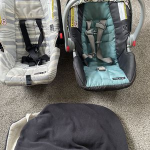 2 Infant Graco Car Seats With Stroller for Sale in Pittsburgh, PA