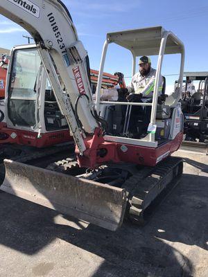 """Mini Excavator """"Takeuchi"""" 2013 7400 for Sale in Victorville, CA"""