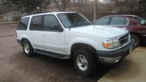 2000 Ford explorer xlt Awd for Sale in Mitchell, SD