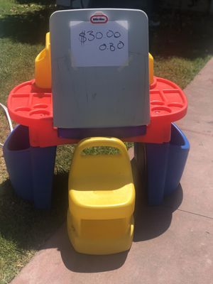 Kid desk for Sale in Madera, CA