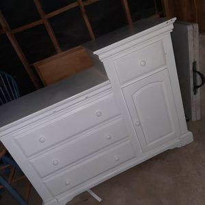 Baby Dresser. Changing Table for Sale in Wildomar, CA