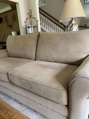 Bassett Couch for Sale in Maple Valley, WA