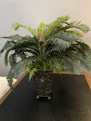 Beautiful fake green plant with vase for Sale in Chicago, IL