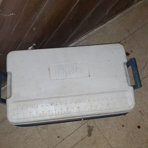 Igloo LEGEND 40 Chest Cooler for Sale in Indianapolis, IN