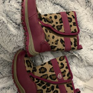Girl Toddler 7c Snow Winter Boots for Sale in Las Vegas, NV