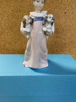 """Lladro """"Arms Full Of Love"""" for Sale in Bellevue,  WA"""