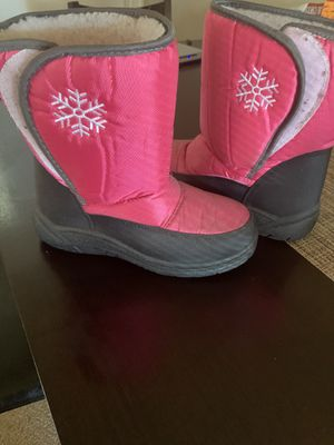 Girls size 4 snow boots for Sale in Downey, CA