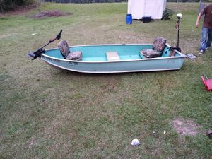 12ft v hull great little boat, come with two trolling motor nice swivel seats for Sale in Angier, NC