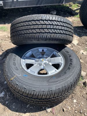 """Full set of 16' to 19"""" Chevy Colorado rims and tires 265/70/R16 for Sale in Christoval, TX"""