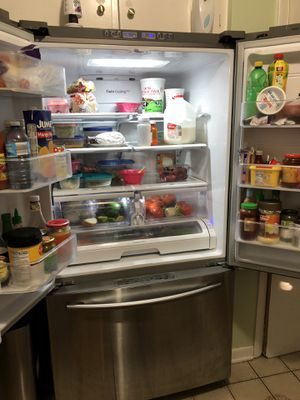 SAMSUNG REFRIGERATOR EXCELLENT & In GREAT WORKING CONDITION for Sale in Blue Island, IL