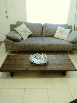 Rustic coffee table for Sale in Miami, FL