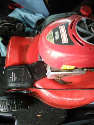 craftsman briggs and stratton 6.75 HP self propelled grass lawn mower 4 parts for Sale in Arlington, MA