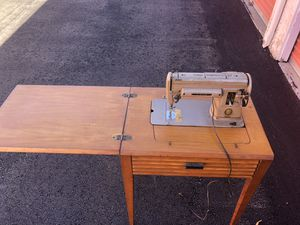 Singer electric sewing machine for Sale in Lakeside, CA