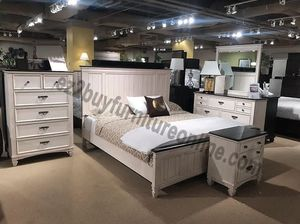 ANTIQUE WHITE 4PC QUEEN BED DRESSER MIRROR AND NIGHTSTAND/NO MATTRESS INCLUDED for Sale in Culver City, CA
