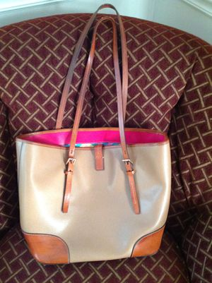 Dooney and Bourne tote bag for Sale in Barrington, IL