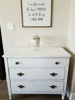 BEAUTIFUL Vintage White Farmhouse Shabby Chic Dresser Table for Sale in Meridian,  ID