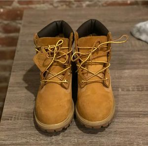 """Classic Timberland Premium 6"""" Boots Wheat (4.5Y or 6-6.5 Womens) for Sale in Mill Creek, WA"""