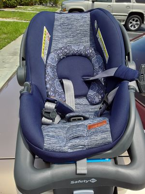 Car seat pretty much brand new only used 6 times at the most for Sale in Jupiter, FL