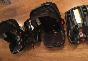 2 Graco click connect car seats for Sale in Chicago, IL