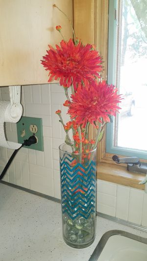 Vase and flower arrangement for Sale in Euclid, OH