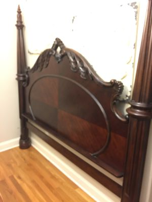 King Size Post Bed for Sale in Memphis, TN