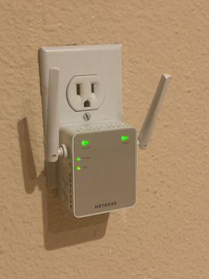 Netgear WiFi extender ex2700 for Sale in Lynnwood, WA