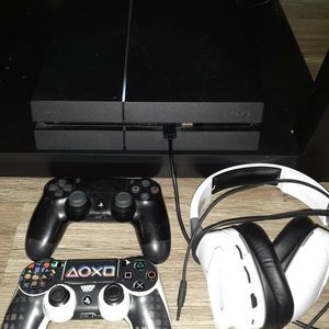 Ps4 W/ Controllers & Headset for Sale in Orlando, FL