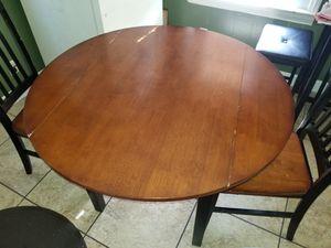 Wooden table w/drop down sides for Sale in Warren, MI