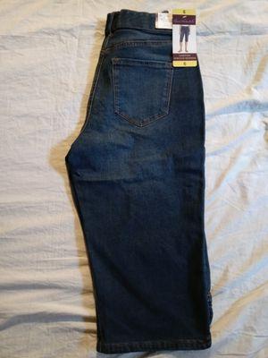 Gloria Vanderbilt stretchy short legs jean size 6. New for Sale in Tustin, CA