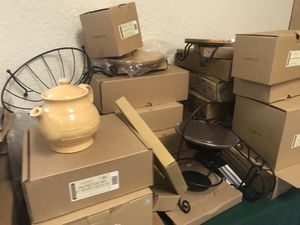 Huge amount of longaberger pottery for Sale in Fort Lauderdale, FL